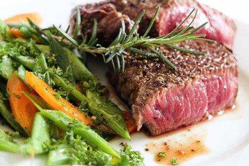 steak mariné au vin et aux herbes fines